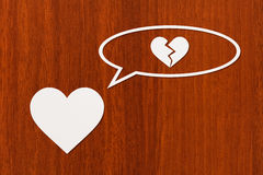 Бумажное сердце думает о сломленное одном Абстрактное схематическое изображение Стоковая Фотография