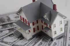Бумажные деньги в доме Стоковое Фото