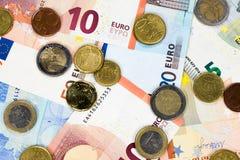 Бумажные деньги и монетки от Европы стоковое изображение