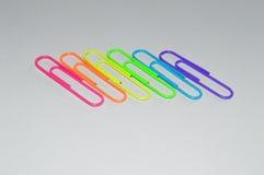 Бумажные зажимы: Флаг радуги LGBT Стоковая Фотография