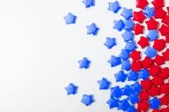 Бумажные звезды над белой предпосылкой Стоковое Изображение