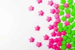 Бумажные звезды над белой предпосылкой Стоковые Фото