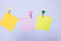 Бумажные листы на потоке стоковая фотография