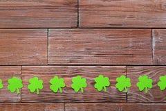 Бумажные листья клевера Стоковые Фотографии RF