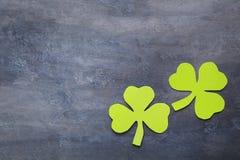 Бумажные листья клевера Стоковые Изображения