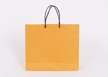 Бумажные мешки изолированные на белой предпосылке стоковые фотографии rf
