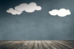 Бумажные облака на бетонной стене Стоковые Изображения RF