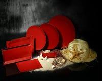 бумажные плиты красные стоковые фото
