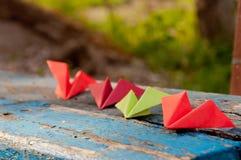 Бумажные самолеты на стенде Стоковые Фото