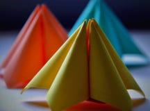 Бумажные формы в пастельных цветах стоковое изображение