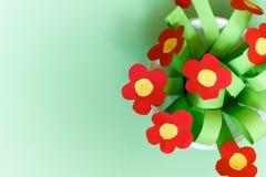 Бумажные цветки kreativity Подарок детей на день матери Стоковые Изображения RF
