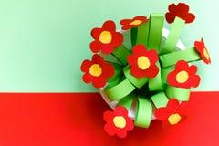 Бумажные цветки kreativity Подарок детей на день матери Стоковое Фото