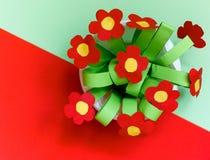 Бумажные цветки kreativity Подарок детей на день матери Стоковые Фотографии RF
