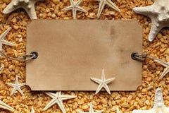 Бумажные ярлык, раковины, морские звёзды и камни Стоковая Фотография RF