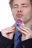Бумажные деньги удерживания молодого человека Стоковое Изображение