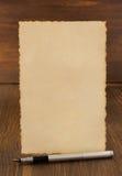 Бумажный винтажный пергамент на древесине Стоковое Изображение