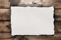 Бумажный лист на таблице стоковые фотографии rf