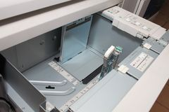 Бумажный поднос источника цветного принтера Стоковое фото RF