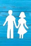 Бумажный силуэт человека и женщины держа руки Стоковое Изображение