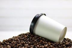 Бумажный стаканчик и фасоли Coffe Стоковое Изображение