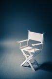 Бумажный стул директора на сизоватой серой предпосылке Стоковая Фотография