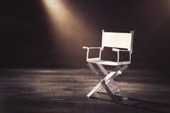 Бумажный стул директора на сизоватой серой предпосылке Стоковые Фотографии RF