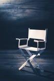 Бумажный стул директора на сизоватой серой предпосылке Стоковые Фото
