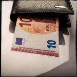 Бумажный счет 10 евро и бумажника Стоковое Фото