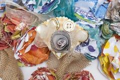 Бумажный цветок и корсаж ленты литературоведческий Стоковая Фотография