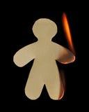 Бумажный человек с рукояткой и нога горят в пламени Стоковые Изображения