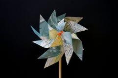 Бумажный pinwheel цветка ветрянки Стоковые Изображения RF