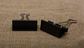 2 бумажных держателя на ткани джута Стоковые Изображения RF