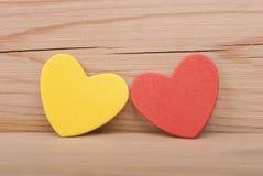 2 бумажных сердца. Стоковая Фотография