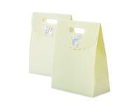 2 бумажных сумки изолированной на белой предпосылке Стоковое Фото