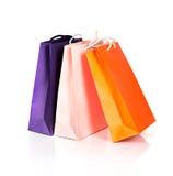 2 бумажных хозяйственной сумки на белизне Стоковое Изображение RF