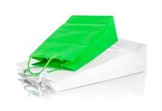 2 бумажных хозяйственной сумки с отражением Стоковое Изображение