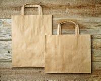 2 бумажных хозяйственной сумки Стоковое Изображение
