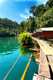 Бунгала на озере стоковые фотографии rf
