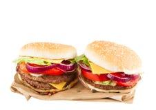 2 бургера на бумаге Стоковая Фотография RF