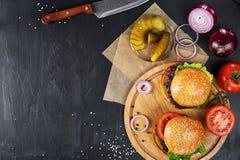 Бургеры говядины ремесла Взгляд сверху Стоковые Изображения