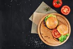 Бургеры говядины ремесла Взгляд сверху Стоковые Изображения RF