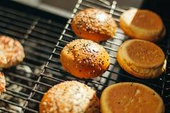 Бургеры для зажаренных гамбургеров Стоковое Изображение