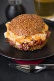 Бургер бекона и взбитого яйца Стоковое Изображение RF