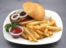 бургер говядины комбинированный стоковая фотография