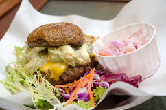 Бургер гриба с салатом Стоковые Фотографии RF