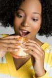бургер есть женщину Стоковое Фото
