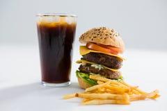 Бургер и питье с французскими фраями Стоковое Изображение