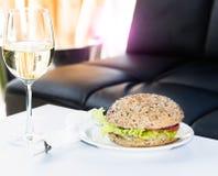 Бургер на ресторане Стоковые Фотографии RF