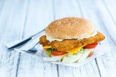 Бургер рыб & x28; селективное focus& x29; Стоковые Изображения