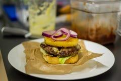 бургер сочный Стоковая Фотография
